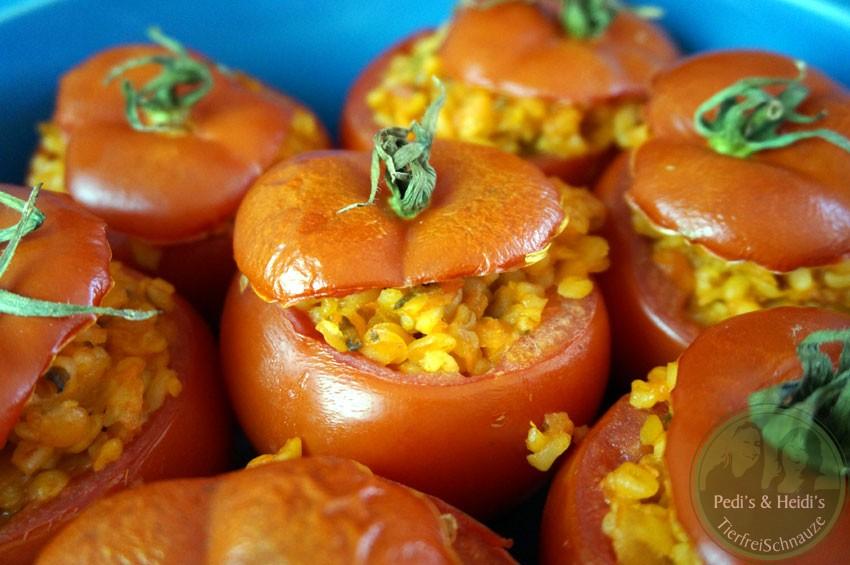 gef llte tomaten mit bulgur domates dolmas tierfreischnauze. Black Bedroom Furniture Sets. Home Design Ideas