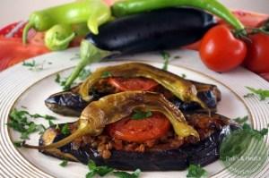 Karnıyarık – Bauch aufgeschlitzt oder gefüllte Auberginen