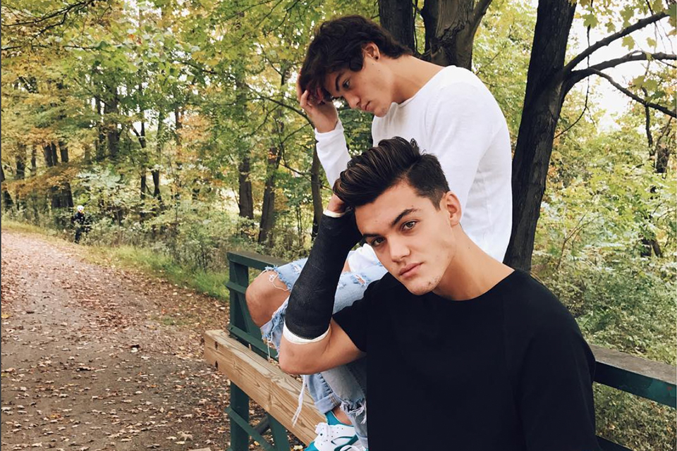 Late Fall Iphone Wallpaper Ethan And Grayson Dolan Cozy Up For Fall Tigerbeat
