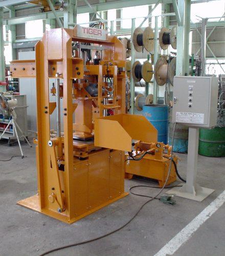 Maquina de Pruebas de Unidades de Concreto