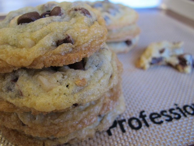 08Chocolate_Macadamia_Nut_Cookies_1024x768