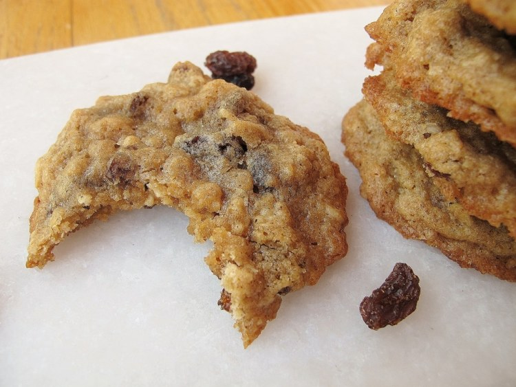 03Chewy_Oatmeal_Raisin_Cookies_1024x768