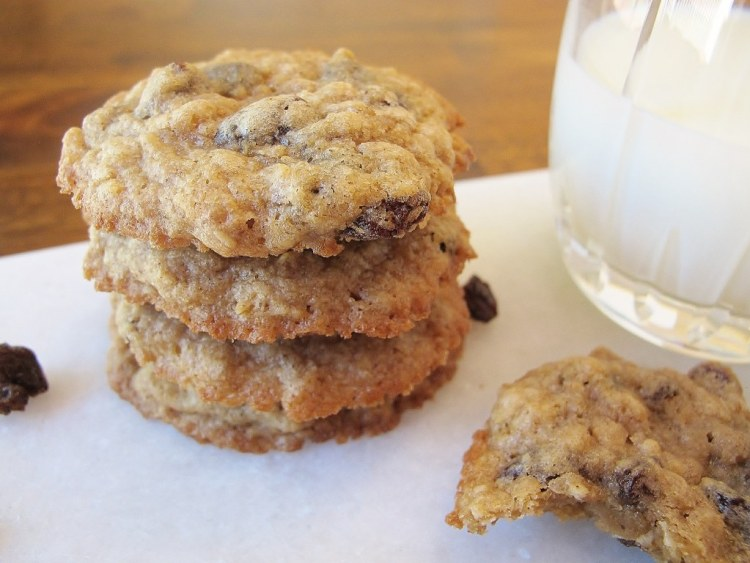 04Chewy_Oatmeal_Raisin_Cookies_1024x768