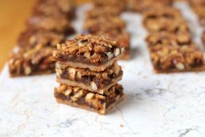 Gooey Mixed Nut Bars08