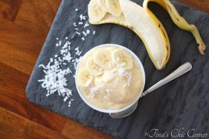 Tropical Banana Smoothi in a bowl03