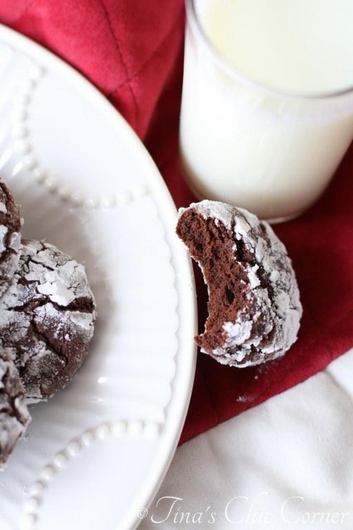 Chocolate Crinkle Cookies08