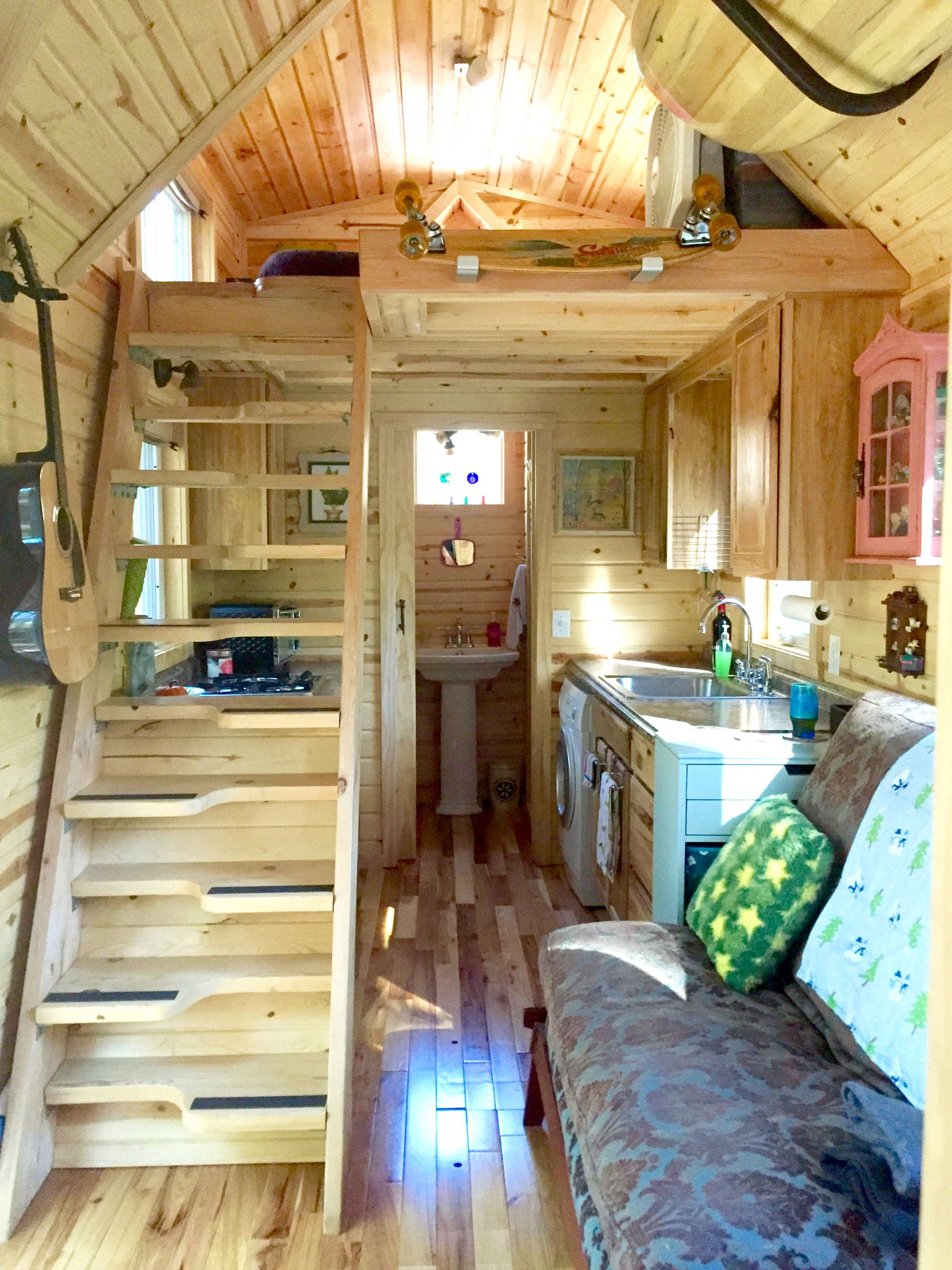 Tiny House Interieur Nicki 39s Colorful Victorian Tiny House After One Year