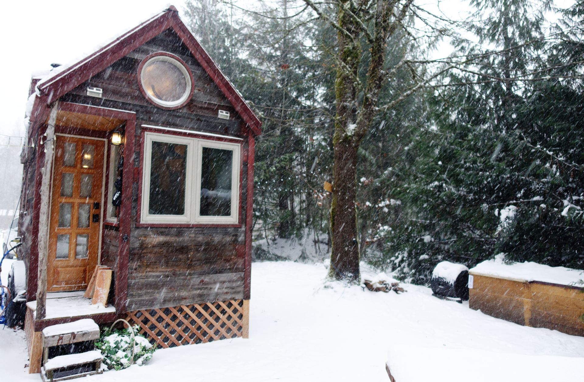 Mini Wintergarten Winter In A Tiny House 10 Items That Help Me Survive The Cold
