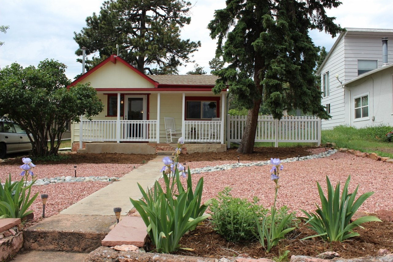 638 Sq Ft Cottage For Sale In Colorado Mountain Town