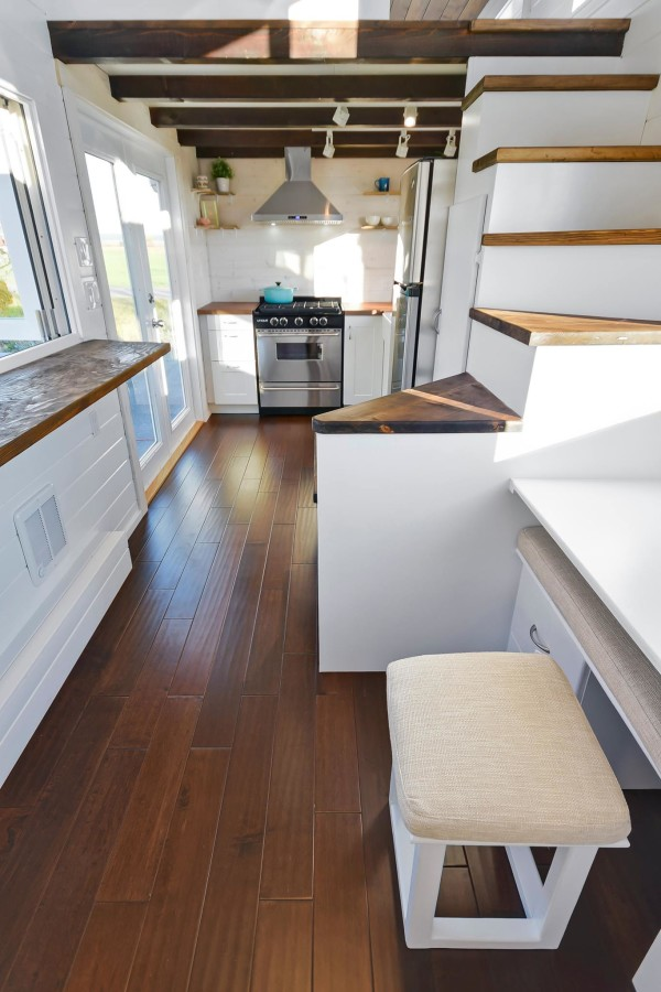 Interieur Mint Tiny House On Wheels W/ Big Kitchen And Double Sink Vanity