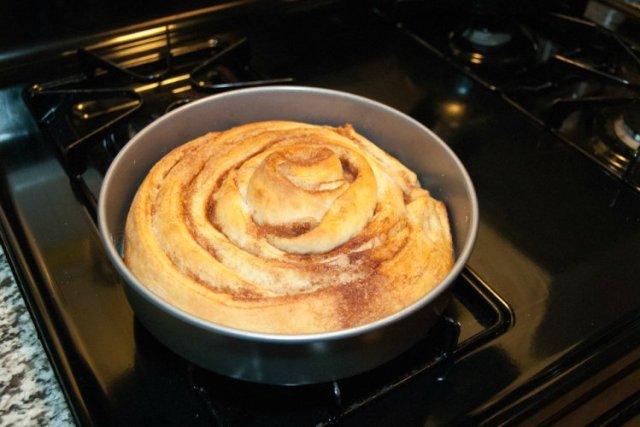 OP LvH Cinnamon Roll Baked