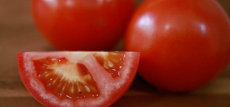 CloseupTomatoSlice