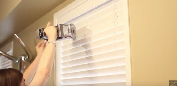 How To Clean Your Blinds Without Taking Them Down Tiphero