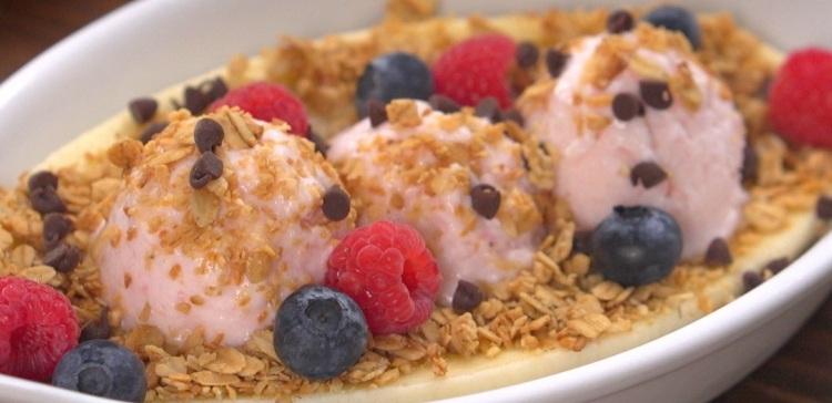 Close-up Yoplait Breakfast Banana Split