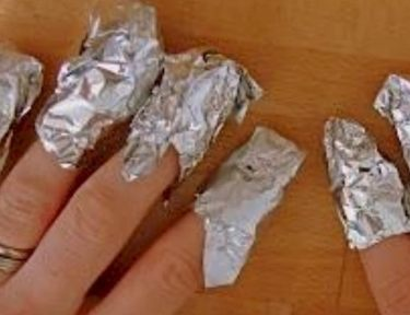 Wrap fingers in foil to remove glitter nail polish
