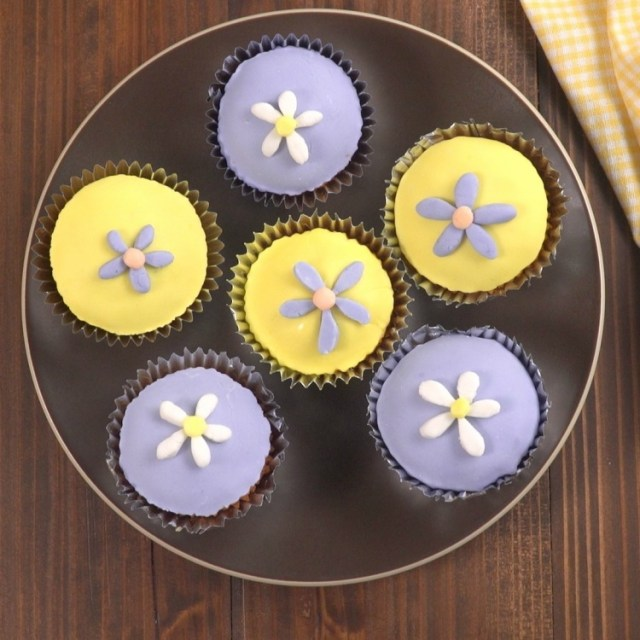 Overhead shot of cupcakes decorated with easy marshmallow fondant flowers