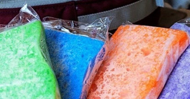 Freeze soaked sponges in zip-top plastic bags to make DIY ice packs