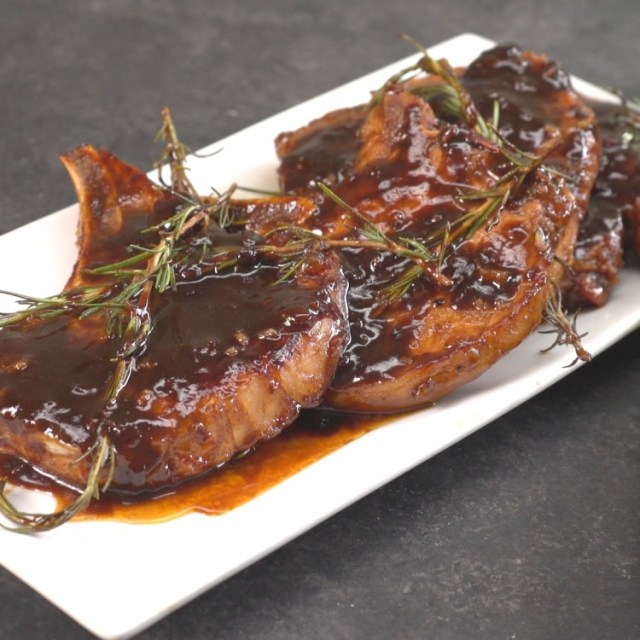 Honey Balsamic Glazed Pork Chops Recipe | TipHero