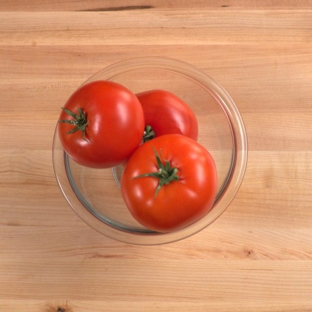 Tomatoes in bowl for no-cook tomato sauce