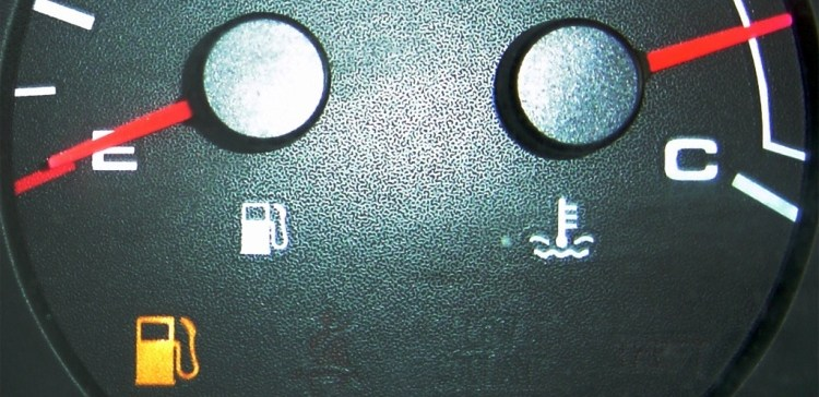 Image of gas gauge with needle on empty.