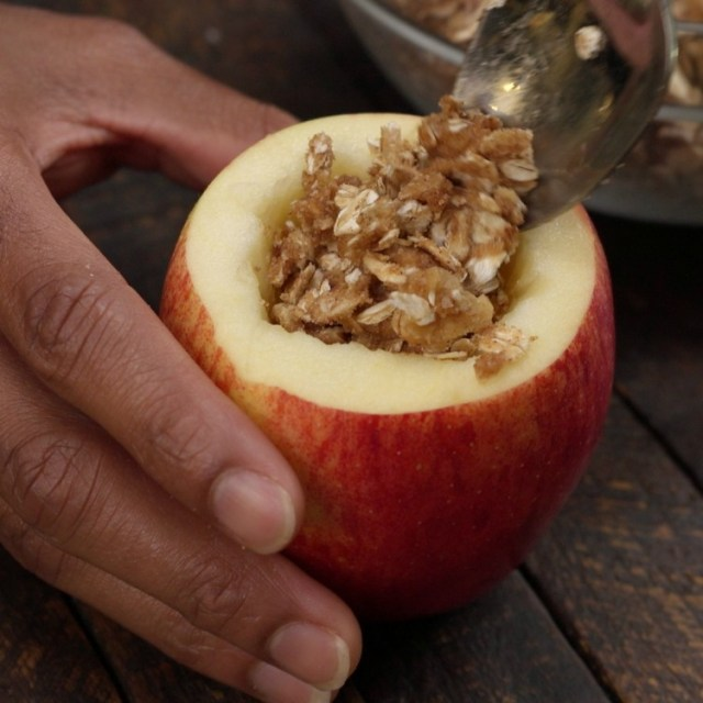 Filling apples with pecan rolled oats mixture