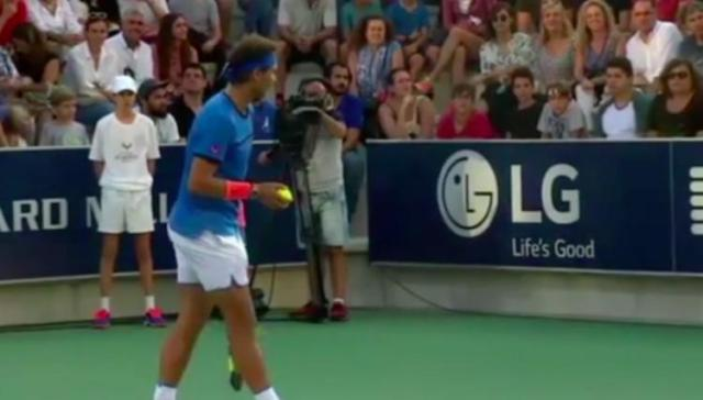Rafael Nadal stops tennis match