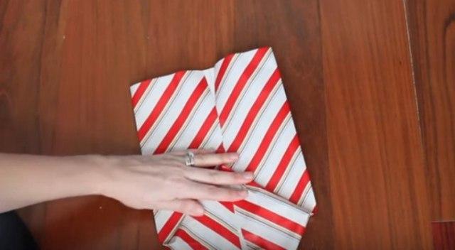 Folding gift bag bottom.