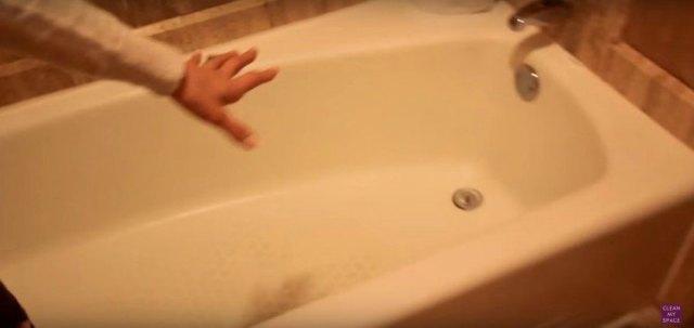 Image of hotel bath tub.