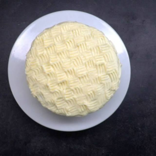 Cake with buttercream icing in basket weave design