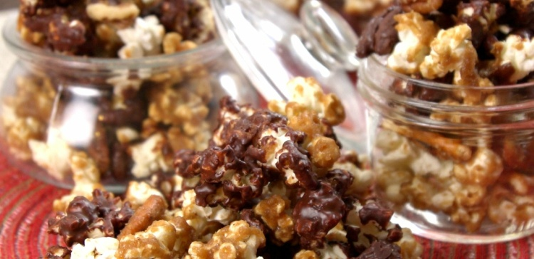 Holiday popcorn is also called moose munch