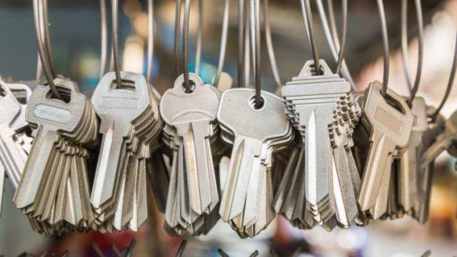 Many keys on a wire.