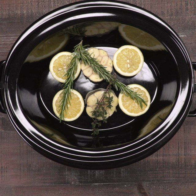 Slow Cooker Lemon Chicken with garlic and herbs