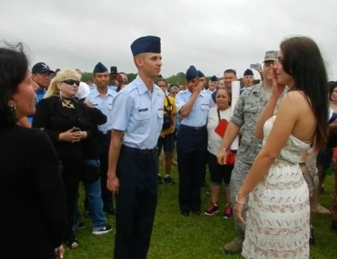 Air Force airman proposes after his graduation