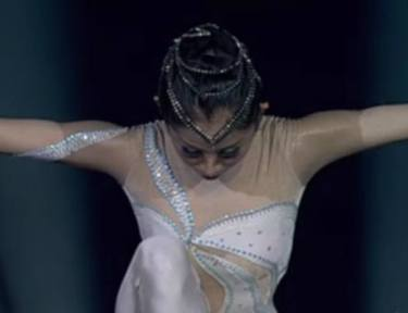 Image of dancer starting performance.