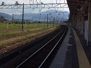敦賀駅のホームから野坂岳を振り返る。