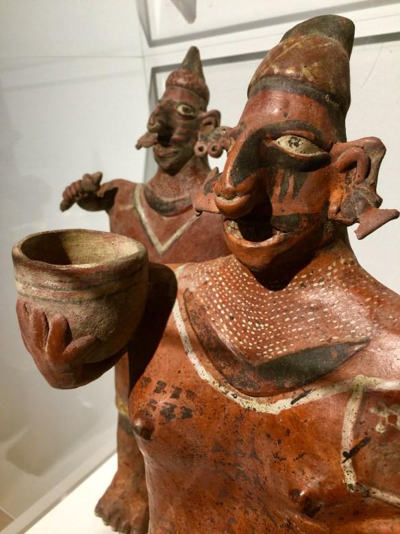 Pareja de barro procedente de Colima, México, fechada alrededor del 200 BC. en el Museo de Arte de Palm Springs. Foto: José Fuentes-Salinas