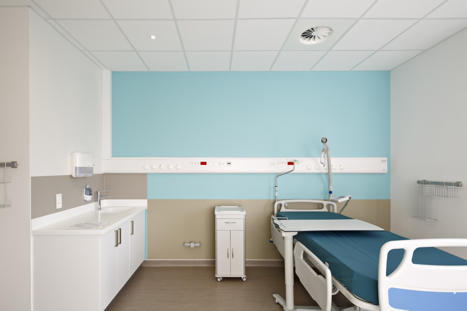 Luminaire Saint Etienne Tlv Equipped Belharra Clinic In Bayonne