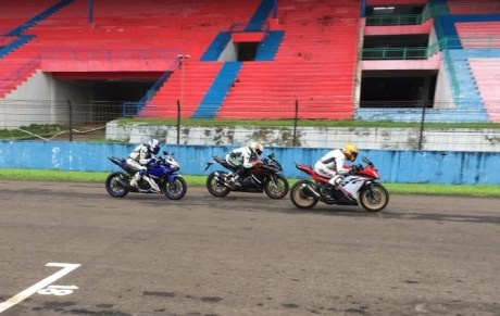 pebalap-trick-star-test-ride-cbr250rr-vs-ninja-250-vs-r25-4