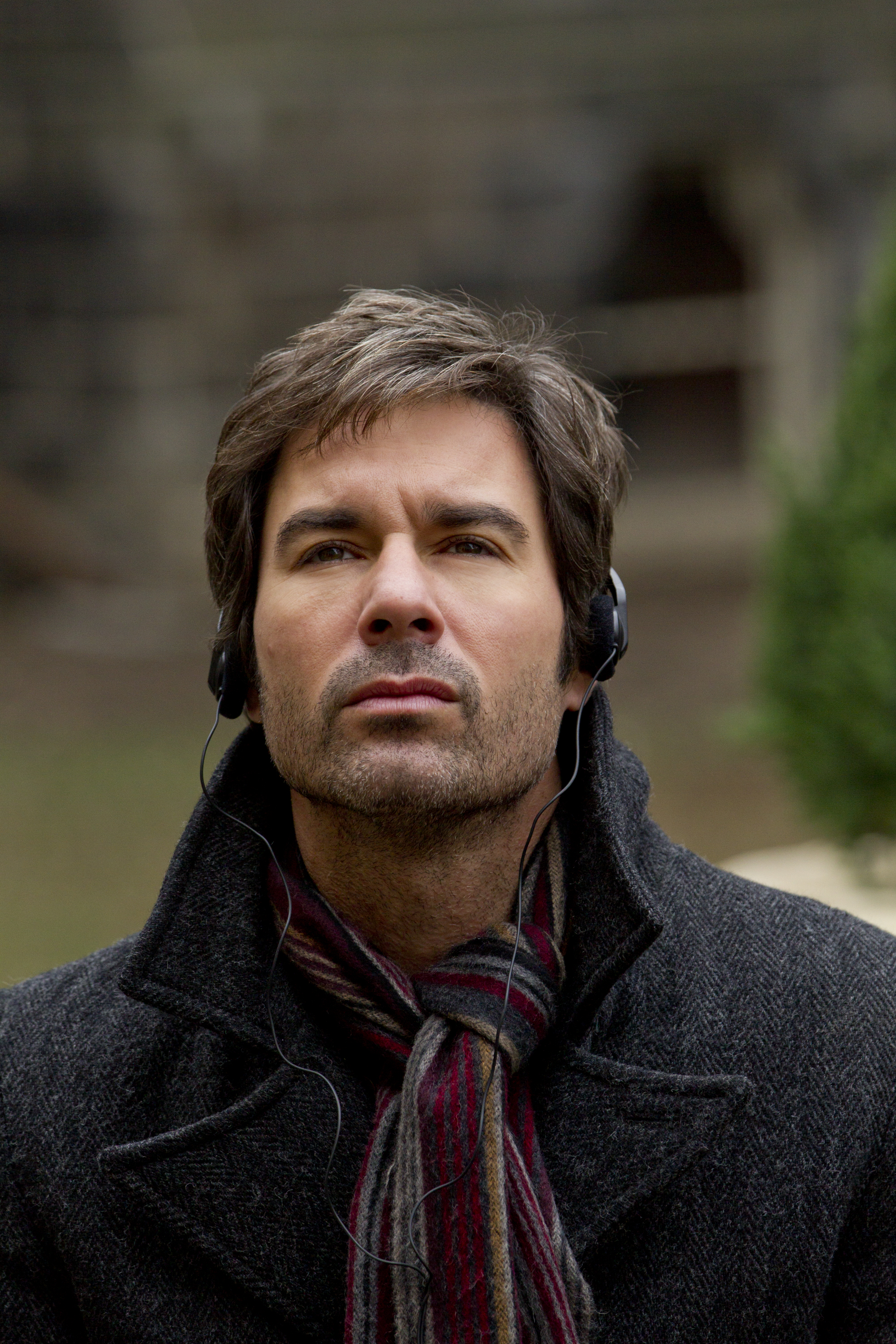 Playing In The Fall Wallpaper Eric Mccormack Stars In Tnt S Upcoming New Drama Series