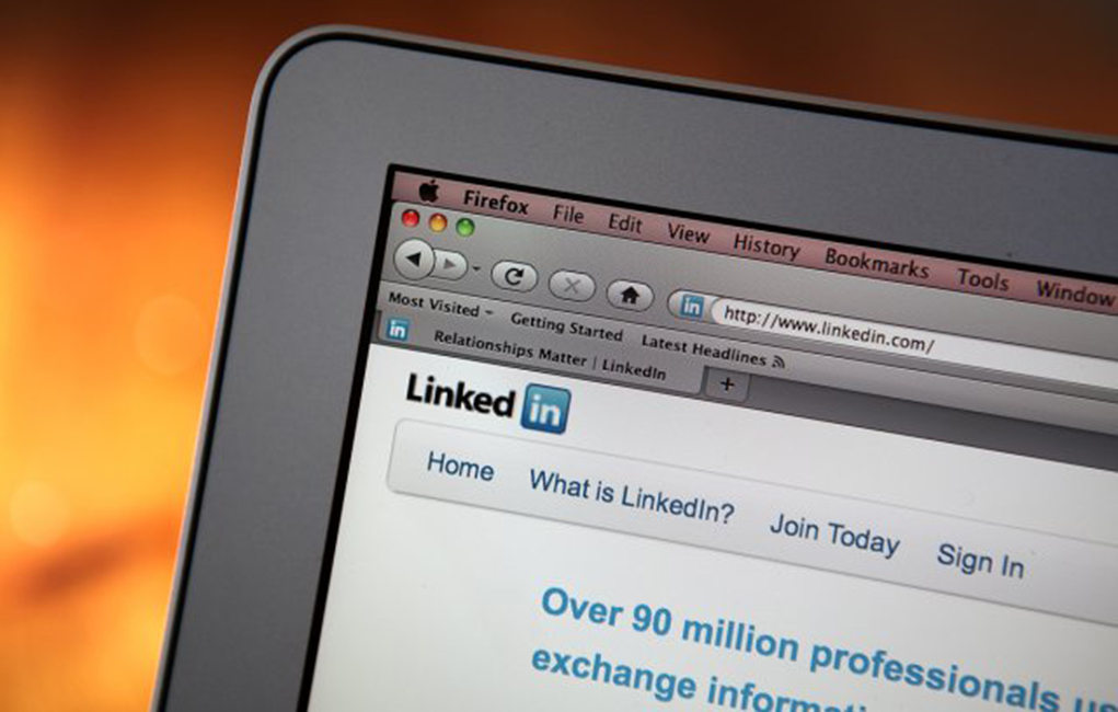 Should You Include a Link to Your LinkedIn Profile on Your Resume?
