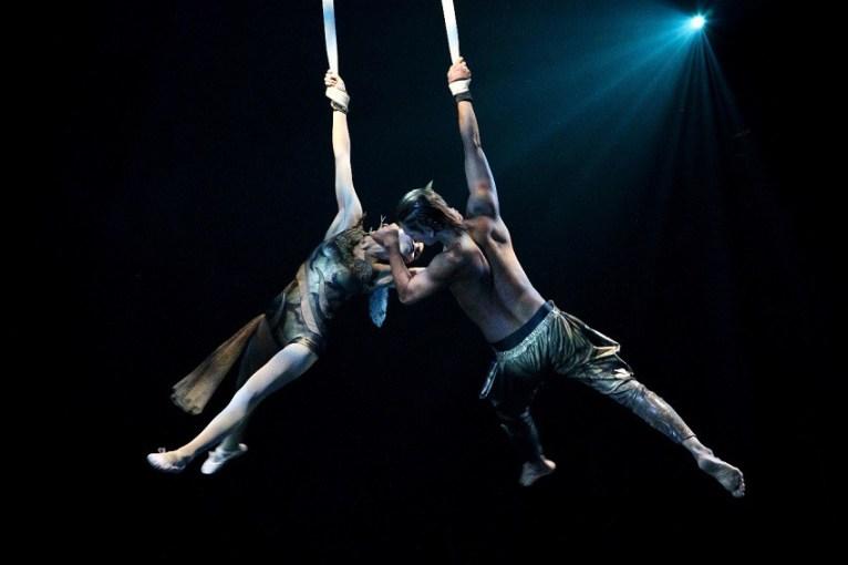 Devdan Show acrobatics