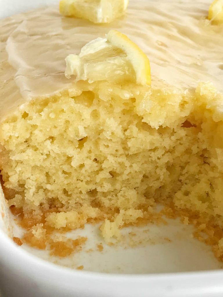 foto Strawberry and Lemon Triple-Layer Cake Recipe