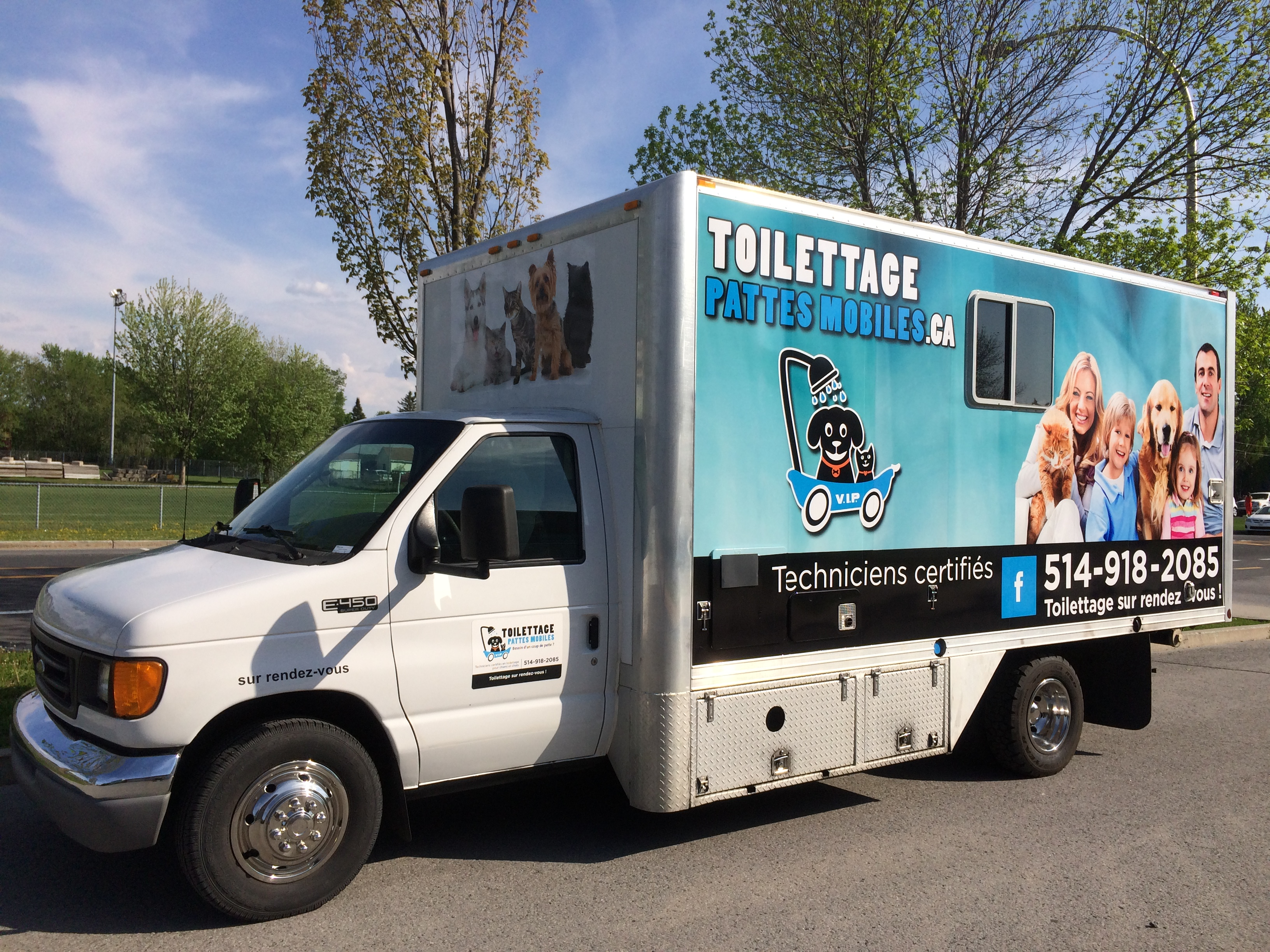 Salon Canin 2016 Camion Toilettage Chiens And Chats Toilettage Pattes Mobiles