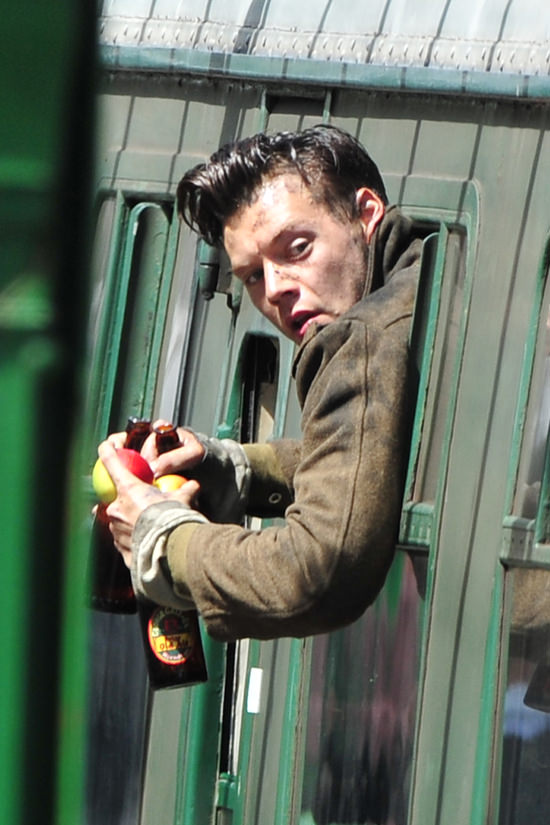 Harry Styles Fall Wallpaper Harry Styles On The Set Of Quot Dunkirk Quot Tom Lorenzo