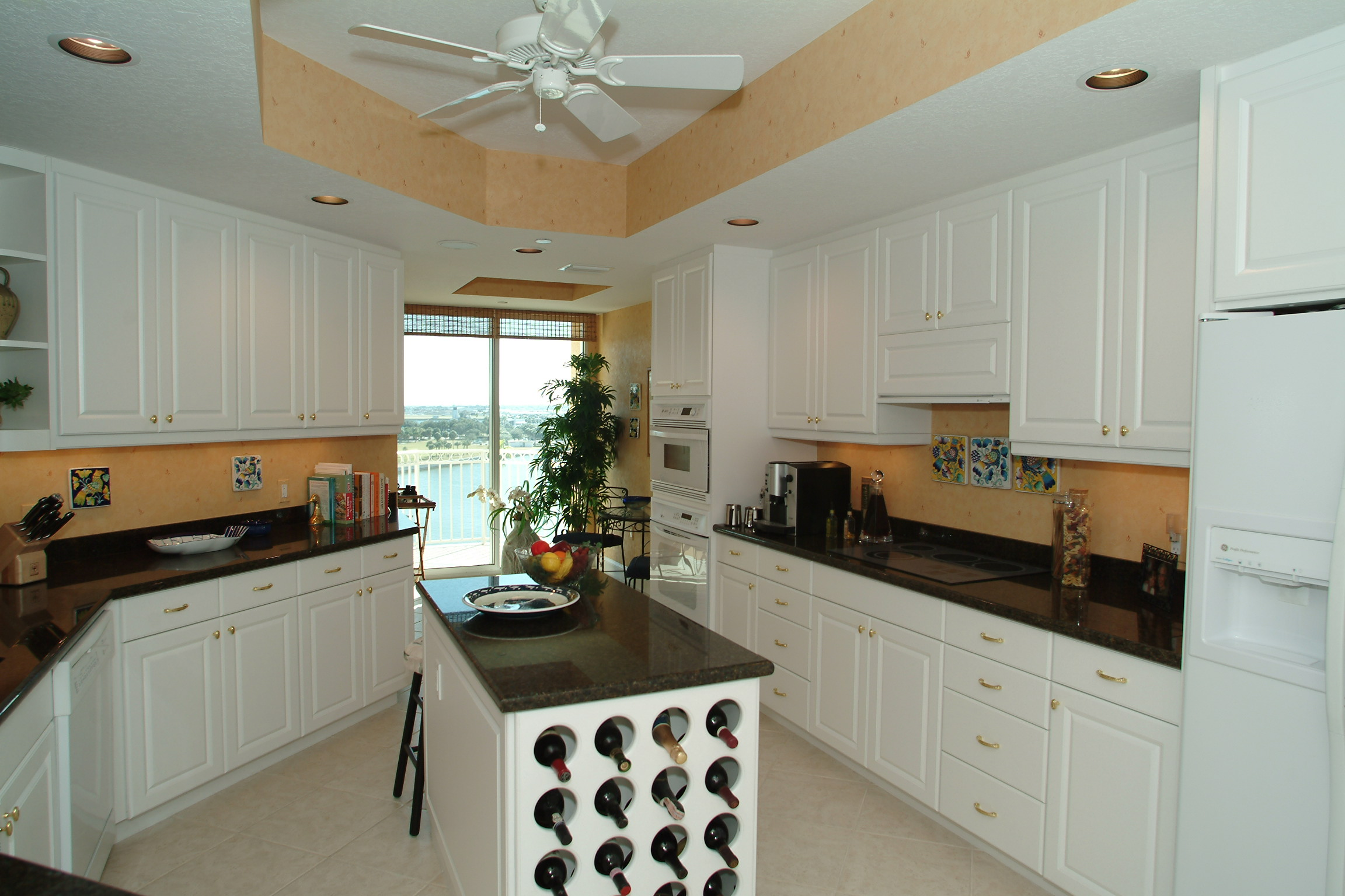 Kitchen Wine Rack New Listing In Downtown St Petersburg Selling Real