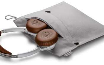 backbeat-sense-white-headset-and-case