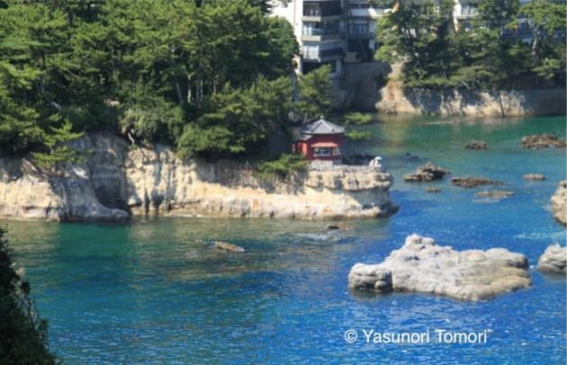 東日本大震災で流失される前の六角堂。現在は復元されている=五浦海岸にて2010年撮影