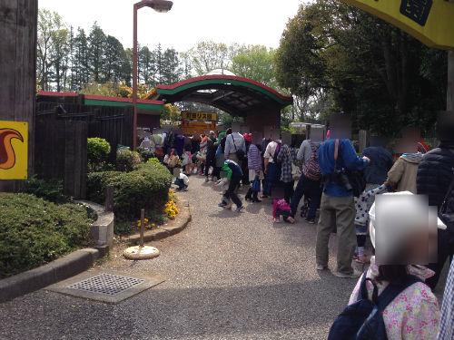 町田リス園 入口前 長蛇の列