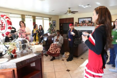 HolidayPartytoni 650x433 Fresh and Easy & Vegas Bloggers Serve Up Holiday Cheer!