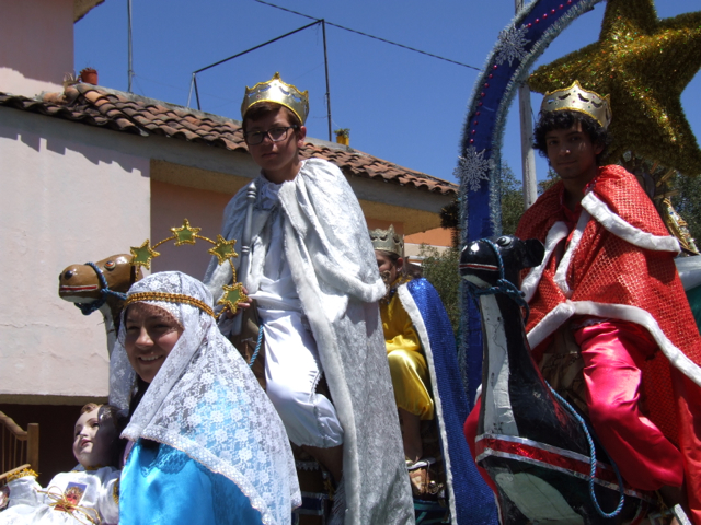 Photo of two men dressed as wise men on horses. Relgious symbolism at the Passe de Niño in Cuenca, Ecuador